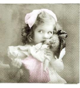 Serviette fillette à la poupée