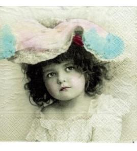 Serviette fillette au chapeau